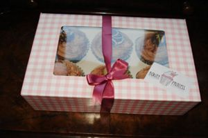 Cupcakes-in-closed-box.jpg